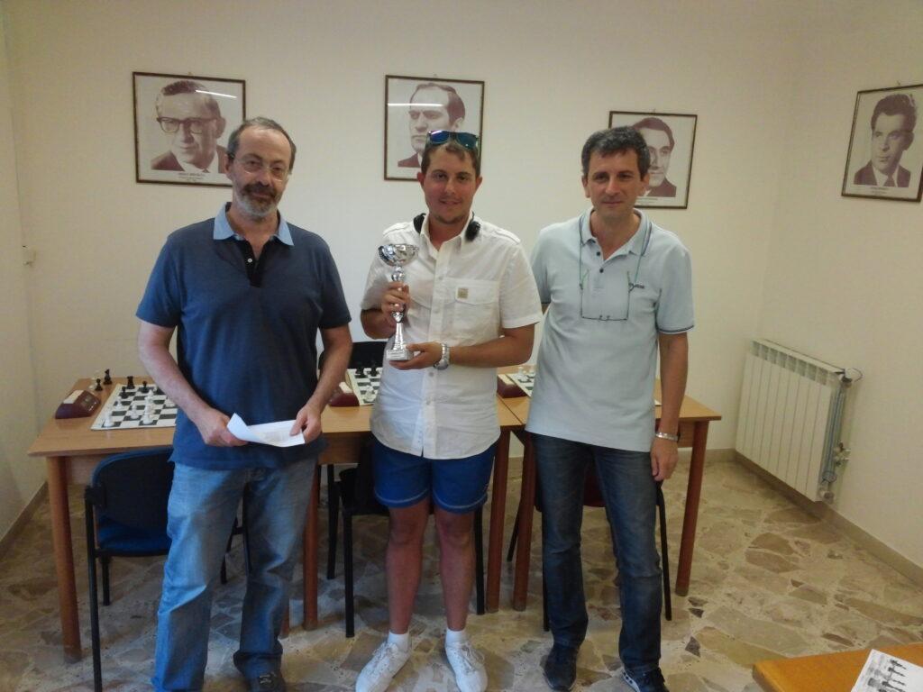 Al centro: Il vincitore Giovanni D'Angelo