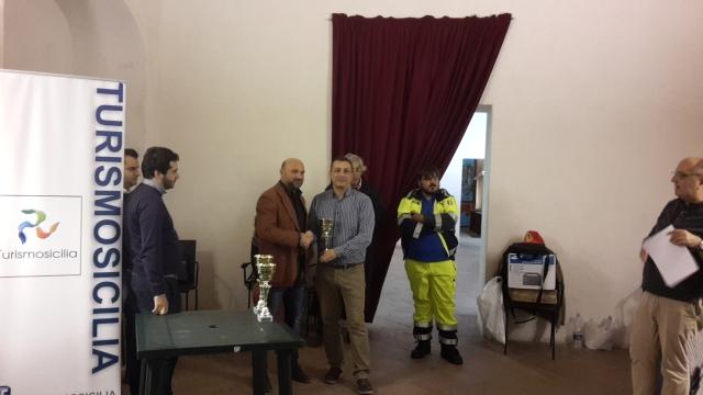 Renato Campo premiato da  Antonio Manganiello (Turismo Sicilia)